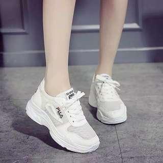Sneakers filla putih