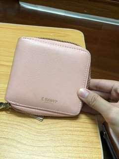 🚚 粉色錢包 二手的.粉色表面有點小髒