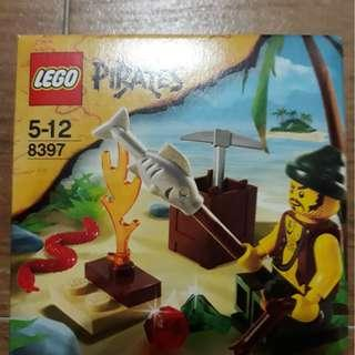 (Clearance Sale) MISB Lego 8397 Pirates Survival 2009 discontinued