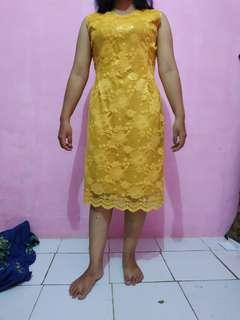 Kebaya warna kuning