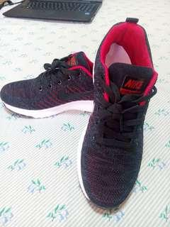 Brand New NIKE Running Shoes for Men and Women size US7.5 EURO 40