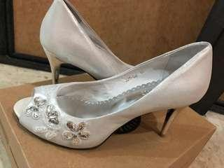 White embroidered heels . Pazzion.elegant. Bridal