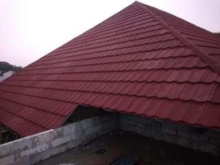 gunakan lah bj ringan dan atap metal pasir yg elastis