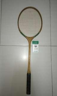 Racket kayu badminton
