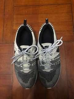 Nike Flyknit Trainer跑鞋