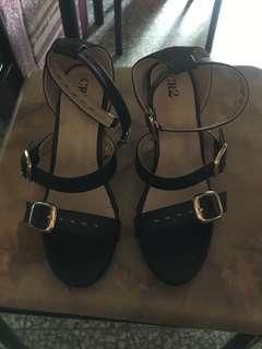 Preloved CR2 heels