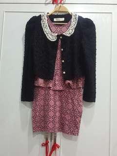 Black knit outerwear w crochet collar