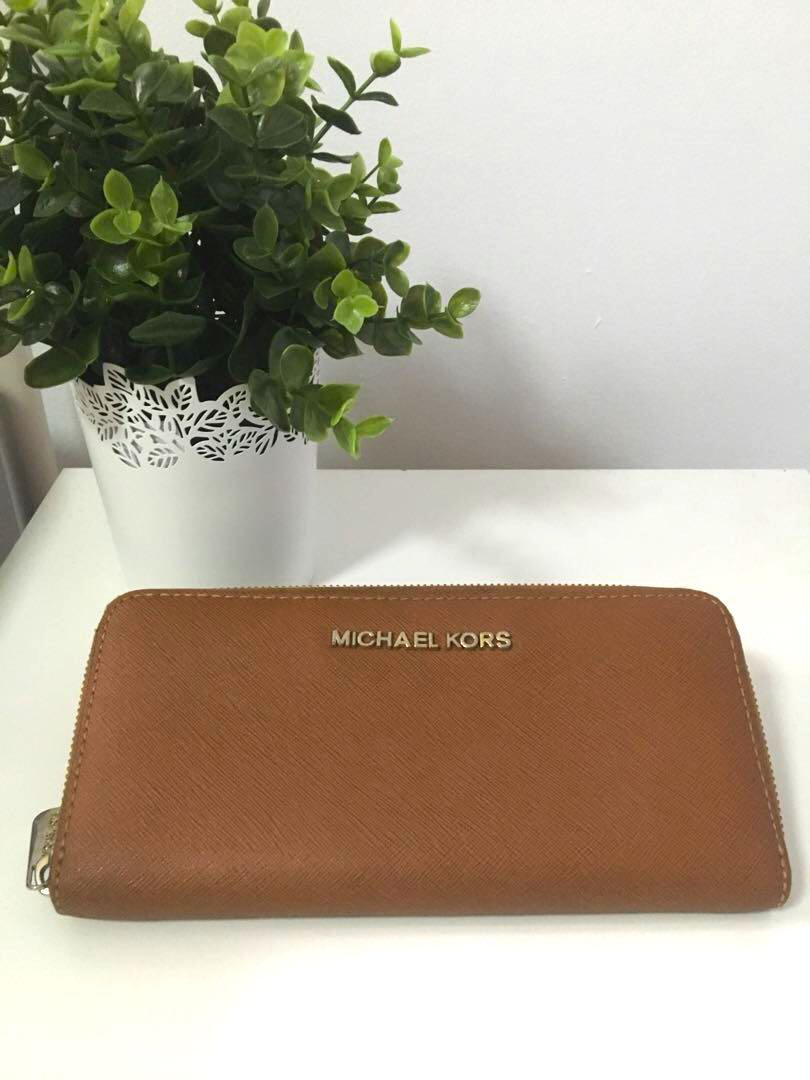 de0e18cce24d Authentic Michael Kors wallet, Luxury, Bags & Wallets, Wallets on ...