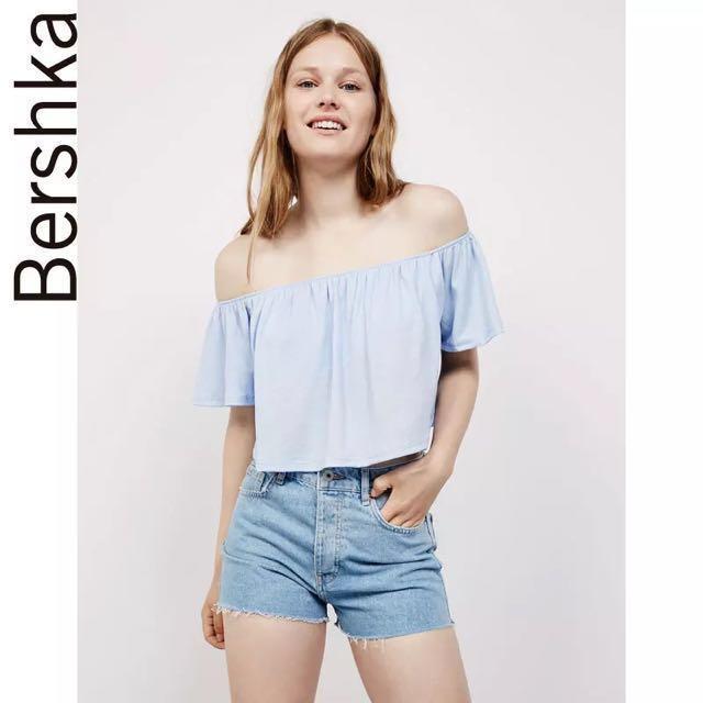 4ef6e2a86b36 Bershka off shoulder crop top