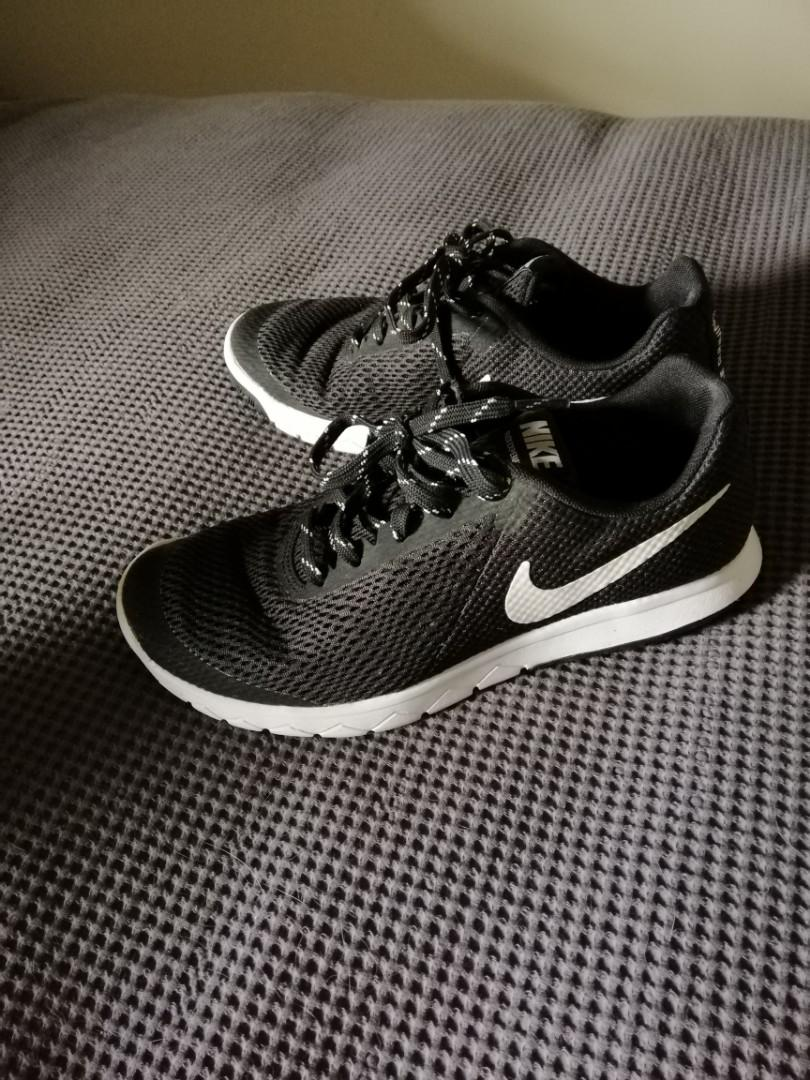 Black nike shoes