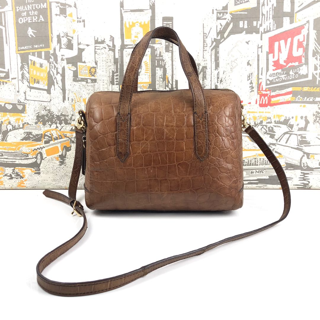77749b6126cb97 FOSSIL LEATHER TWO WAY BOSTON BAG, Women's Fashion, Bags & Wallets on  Carousell