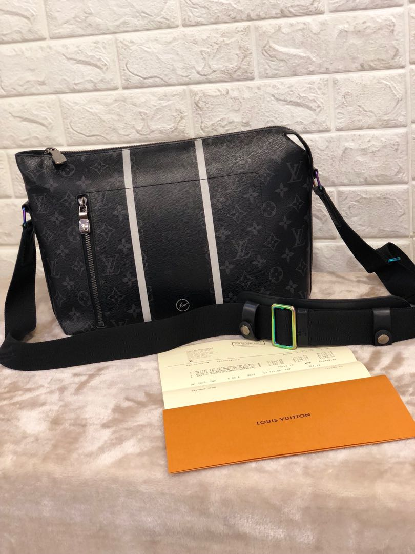 63f85d574518 Louis Vuitton Apollo Messenger Bag