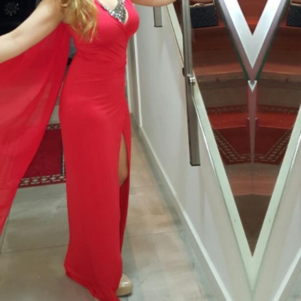 Ruby red figure slimming evening dress with thigh high split