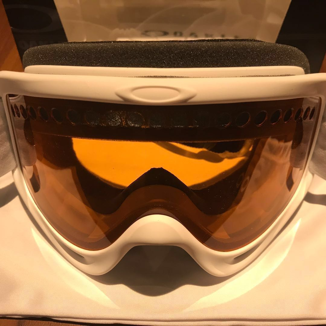 505bfc04b30 Selling Oakley goggle (Snow frame)