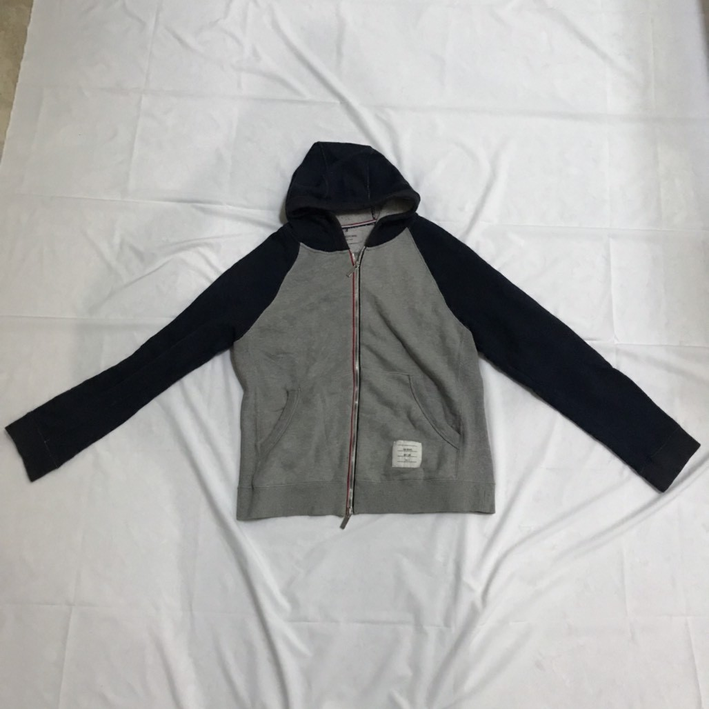 e6f6c117e6 Sweater Hoodie Thom Browne Grey Original Preloved, Men's Fashion, Men's  Clothes, Tops on Carousell