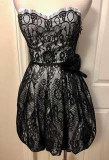 Bebe black and white strapless dress Used once Size xs