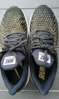 Clearance! Nike running shoes (new)