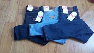 Celana Jeans Pria Skinny / Pensil merk Levis uk 27-38