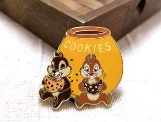 ☆罕有。包郵☆Japan Disney store exclusive 2011 pin chip n dale 大鼻 鋼牙 奇奇 蒂蒂 pin 徽章