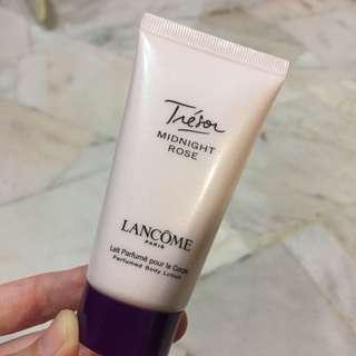 Lancôme Paris Treson Midnight Rose Perfumed body lotion