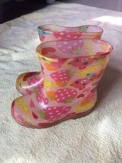 Almost new Pink strawberry bear jelly rain boots Baby / toddler / kids boy / girl / gals shoes size 14 15cm