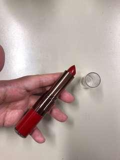 Lip stick + lip gloss