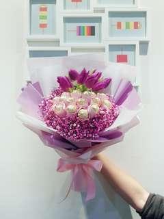 Tulip bouquet with Ferraro Rocher