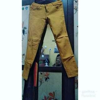 Celana jeans ..aslinya warna mustard