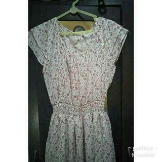 Dress bunga warna pink..masih bagus..ini cuma krn efek kamera