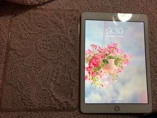 iPad 6th Gen 9.7 Wifi 32 GB Gold