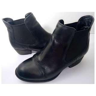 Tony Bianco Black Leather Cuban Heel Chelsea Ankle Boots   Size 6