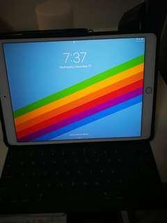 iPad Pro 10.5 256GB Wifi + Smart Keyboard and cover