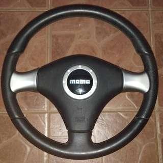 Steering Momo black