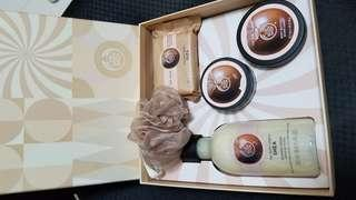 the body shop shower cream, soap, body butter, body scrub 沐浴護膚套裝
