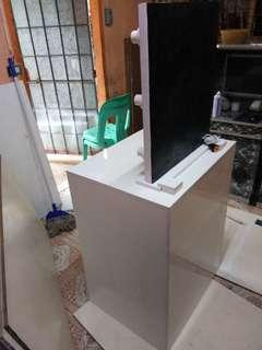 VANITY MIRROR WITH TABLE