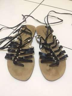 Sandal tali sampai betis