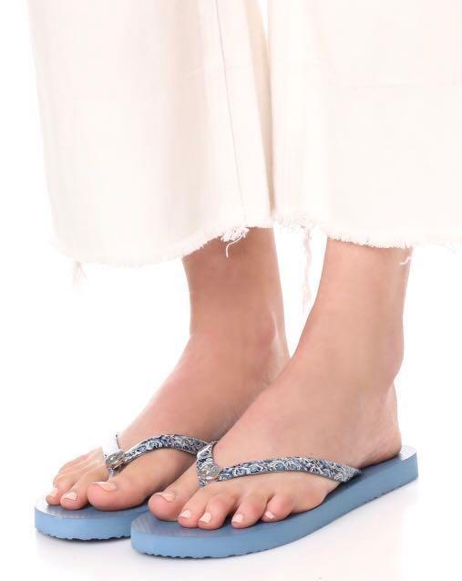 27f9d5a9c45d27 Tory Burch Thin Flip Flops