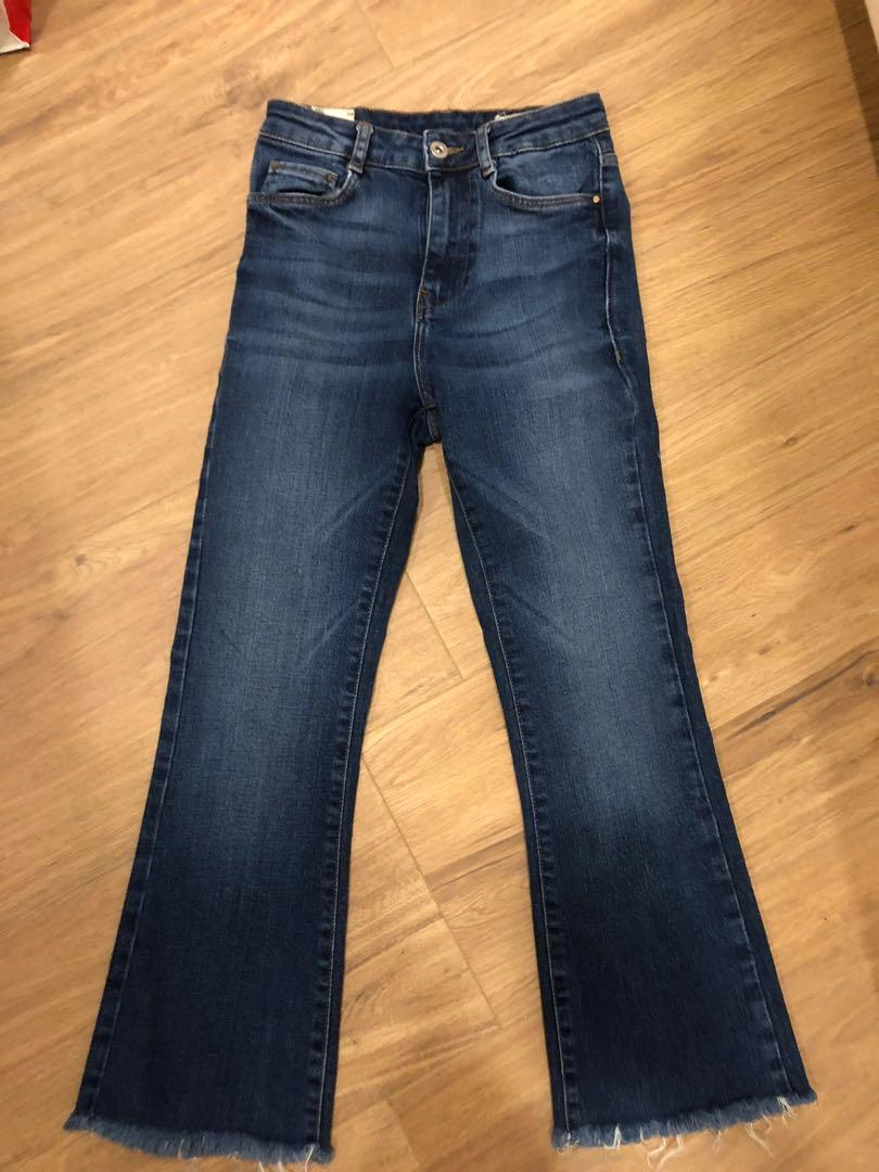 72d62126 Zara Cropped Flare Jeans on Carousell
