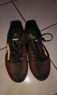 Sepatu bola specs uk 41