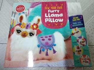 全新 Klutz: Sew Your Own Furry Llama Pillow