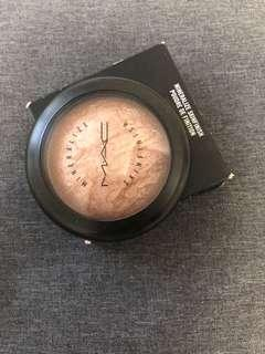 MAC mineralize Skinfinish Highlighter- shade: Soft and Gentle