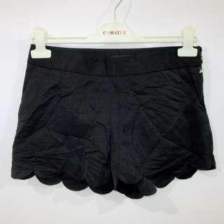 (29) Express ladies shorts, side zipper, super nice in actual