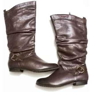 Aldo zippered leather boots. Size US 7. Inside has a very soft velour for that comfort.