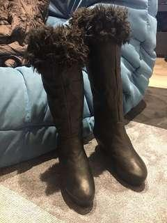 Extendable womens boots