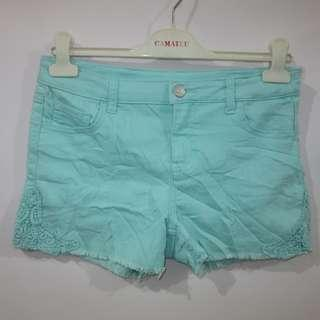 (30) Cherokee ladies color denim shorts, nice stretchy fabric, may fit to teens to adult.