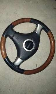 Momo wulnut stering wheel