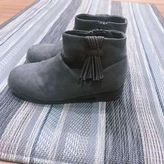 🚚 H&M 灰色短靴