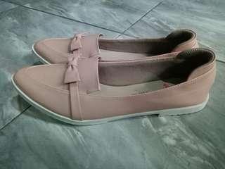 Flat shoes by Wondershoe