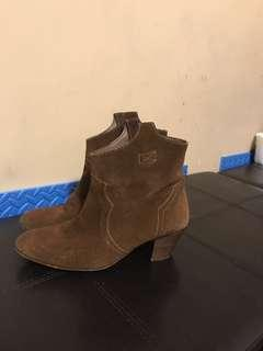 Suede shoes size 7