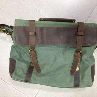 🚚 Vintage slingbag